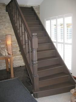 Eiken trap donker gebeitst - Geschilderde houten trap ...